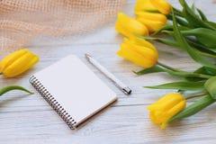 Composición festiva de la primavera Endecha plana Fotos de archivo