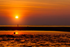 Composición hermosa de la puesta del sol del verano en la playa Imágenes de archivo libres de regalías