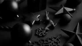 Composición minimalistic y simple de la Navidad en color del negro de la estera metrajes