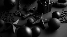 Composición minimalistic y simple de la Navidad en color del negro de la estera almacen de video