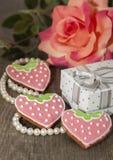 Composición para el día de tarjeta del día de San Valentín con el pan de jengibre del jengibre Foto de archivo