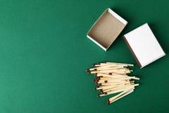 Composición puesta plana con los partidos y espacio para el texto foto de archivo