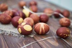 Composición rústica de los huevos de Pascua Fotografía de archivo