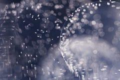 Composición subacuática abstracta con las bolas, las burbujas y la luz de la jalea imagenes de archivo