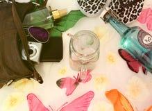 Composici?n del verano con los objetos t?picos del verano fotografía de archivo libre de regalías