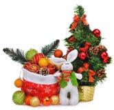 Composición del Año Nuevo con el bolso y los juguetes de Papá Noel del árbol de navidad Imagenes de archivo