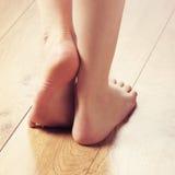 Composiciones del balneario de pies femeninos atractivos Fotografía de archivo