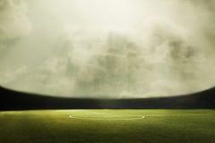 Composit цифров футбольного поля и облачного неба Стоковые Изображения