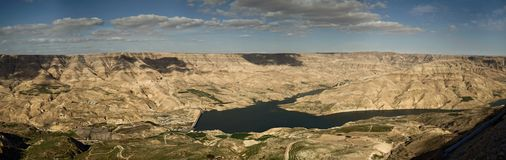 Composite high-resolution panorama of the Wadi Mujib reservoir in Jordan. royalty free stock photography