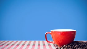 Composite image of orange mug and coffee beans Royalty Free Stock Photos