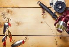 Composition au sujet de la pêche avec de diverses amorces en métal Photos libres de droits