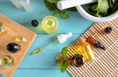 Composition avec des bouteilles d'huiles essentielles Photographie stock libre de droits