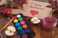 Composition avec des eau-couleurs et un livre de croquis Photo libre de droits