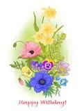 Composition avec des fleurs d'été : pavot, jonquille, anémone, viole Photographie stock libre de droits