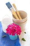 Composition avec des outils de jardin Photographie stock libre de droits