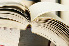 Composition avec des piles de livres Image stock