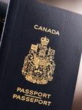 Composition avec deux passeports canadiens photographie stock libre de droits