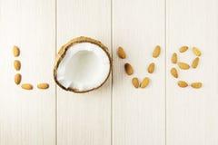 Composition avec la noix de coco et les amandes sur le bois photos stock