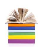 Composition avec la pile de livres d'isolement Photo stock