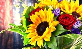 Composition avec le bouquet des fleurs Photo stock