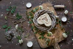 Composition avec le meadowsweet sur la table en bois Photo stock