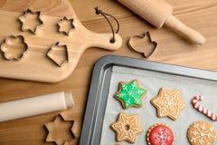 Composition avec les biscuits colorés savoureux de Noël Image libre de droits