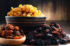 Composition with bowl of raisins on wooden table Royalty Free Stock Photography