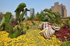 Composition décorative avec des fleurs à Changhaï, Chine Photographie stock libre de droits