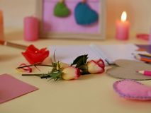 Composition décorative pour des félicitations avec des valentines, mariage, anniversaire photographie stock libre de droits