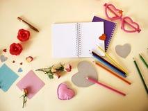 Composition décorative pour des félicitations avec des valentines, mariage, anniversaire photos stock
