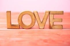 Composition d'amour des lettres en bois Photographie stock libre de droits
