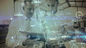 Composition d'entrepôt de deux hommes dans l'entrepôt combiné avec l'animation de la connexion banque de vidéos