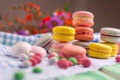 Composition de dessert des biscuits et de la guimauve de macaron Photo stock