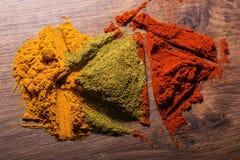 Composition de différentes épices colorées photographie stock libre de droits