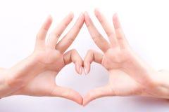 Composition de encadrement en forme de coeur d'amour de concept de symboles de main de doigt sur le fond blanc Images libres de droits