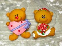 Composition de jour du ` s de Valentine d'ours et de coeurs de nounours Photo stock
