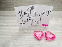 Composition de jour du ` s de Valentine de carte de voeux et de coeurs Images stock