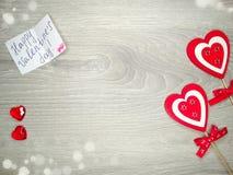 Composition de jour du ` s de Valentine de carte de voeux et de coeurs de boîte-cadeau Images libres de droits