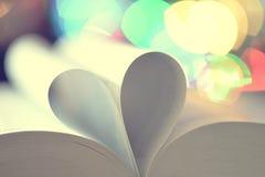 Composition de l'amour avec le coeur ouvert de livre Photographie stock