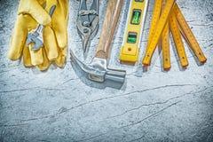 Composition de l'outillage sur le conce métallique de construction de fond Photos libres de droits