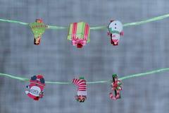 Composition de Noël Jouets et accessoires de Noël sur le fond de tissu image libre de droits