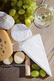Composition de vin blanc et de fromage Photo libre de droits