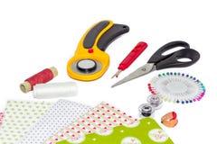 Composition des instruments, des articles et des tissus pour le patchwork et Photo stock
