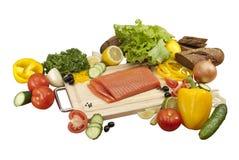 Composition des légumes et des saumons images stock