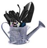 Composition des outils de jardin : boîte d'arrosage argentée, cisaillements colorés Photographie stock