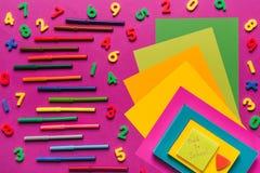 Composition des papiers et des marqueurs colorés Images libres de droits