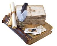 Vieux livre avec des lettres et des cannettes Photo libre de droits
