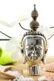 composition en Bouddha avec des coquilles et des produits de bain Photo stock