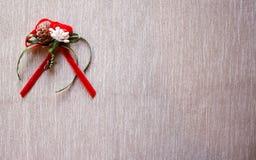 Composition en bouquet de fleurs sur le fond gris images libres de droits
