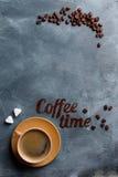 Composition en café avec la tasse et le grain de café Photo libre de droits